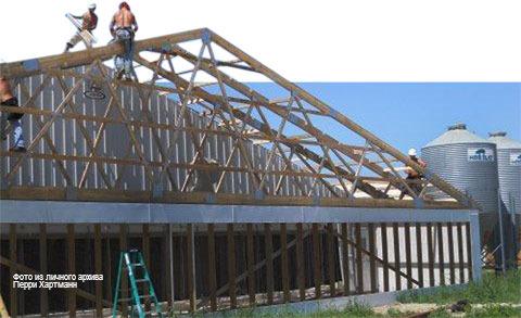 Строительные работы в свинарниках. Модернизация существующей структуры с помощью блоков панелей воздушного фильтра для тоннельной вентиляционной системы.  Фото из личного архива Перри Хартманн