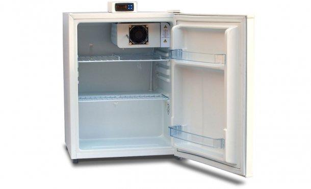 Рисунок 1. Хранилище с внешним дисплеем температуры и полками стеллажного типа для обеспечения циркуляции воздуха.