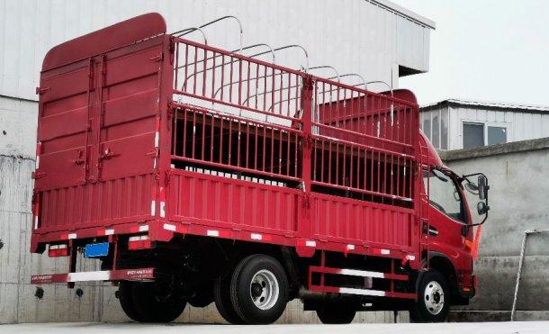 Фото 2. Внутренний грузовик для перевозки перевозки небольших групп животных.С согласия DanAg Group, Китай.